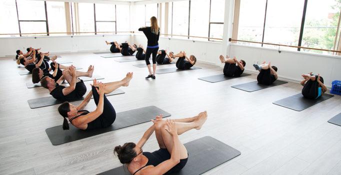 Pilates studio voor een groepstraining
